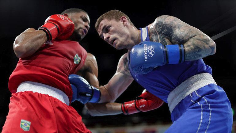 Российский боксер Глеб Бакши проиграл бразильцу Хеберту Соузе вполуфинале Олимпийских игр вТокио. Фото Getty Images