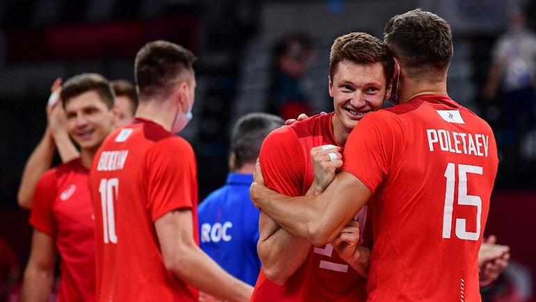 Российские волейболсты празднуют выход в финал. Фото AFP