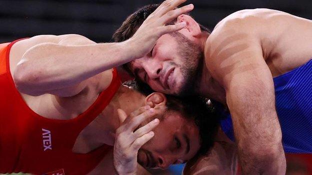 Артур Найфонов (справа). Фото Reuters