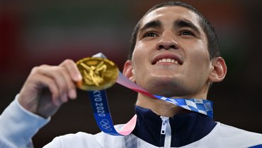 Российский боксер Альберт Батыргазиев выиграл золото Олимпиады вТокио ввесовой категории до57кг. Фото AFP