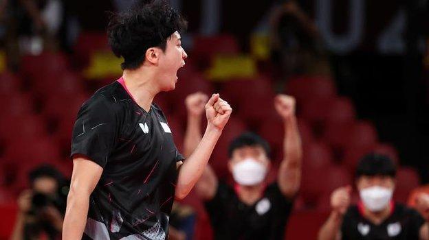 6августа. Олимпиада. Настольный теннис (муж). Сборная Японии победила Корею вматче забронзу. Фото Reuters
