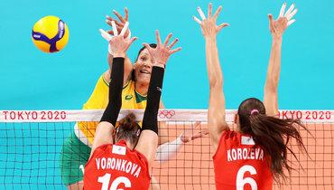 Бразильская волейболистка Тандара Кайшета вматче против сборной России наОлимпиаде.