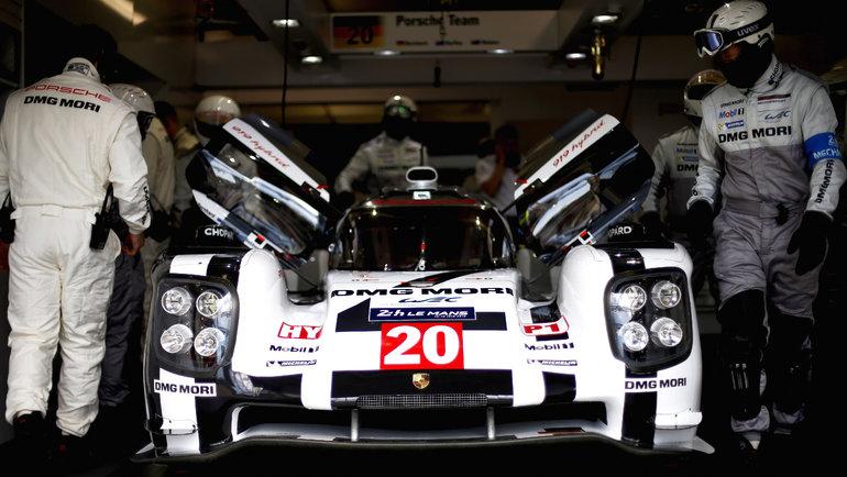 Porsche 919 Hybrid— это автомобиль, накотором были выиграны гонки Ле-мана в2015-2017 годах. После трех подряд побед в «24 часах Ле-Мана» итакогоже количества чемпионских титулов, как вличном, так ивкомандном зачетах, вPorsche решили свернуть свою программу вклассе спортпрототипов Чемпионата мира погонкам навыносливость (WEC) инеучаствовать всупер-сезоне 2018-2019 года.