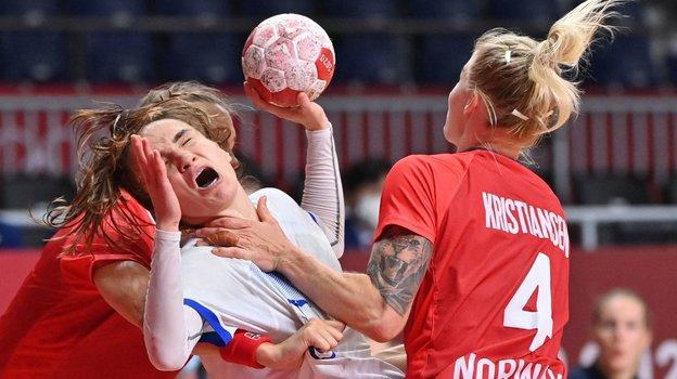 6августа. Токио. Россия— Норвегия— 27:26. Ватаке— Анна Вяхирева. Фото AFP
