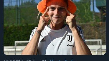 «Ювентус» извинился затвит, где футболистка изобразила узкие глаза