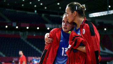 Российские гандболистки после поражения отФранции вфинале Олимпийских игр.