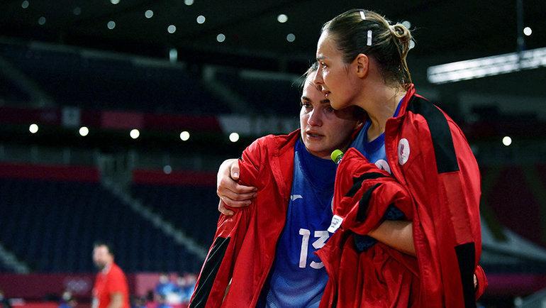 Российские гандболистки после поражения отФранции вфинале Олимпийских игр. Фото AFP