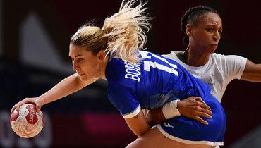 8августа. Токио. Россия— Франция— 25:30. Владлена Бобровникова (слева).