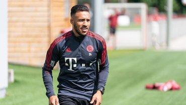 Три английских клуба претендуют наполузащитника «Баварии» Толиссо
