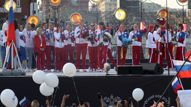 Чемпионы ипризеры Олимпиады изкоманды ROC наКрасной площади. Фото Александр Федоров, «СЭ» / Canon EOS-1D X Mark II