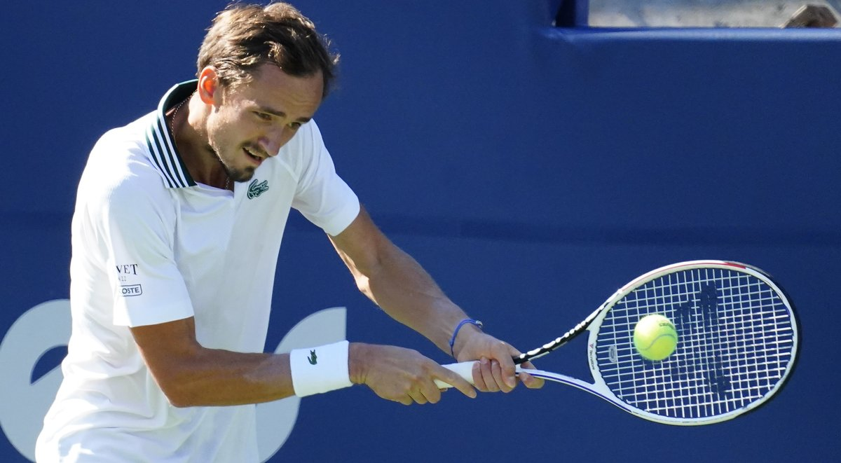 Медведев— снова вделе! Россиянин победил американца Опелку ивыиграл четвертый турнир серии «мастерс»