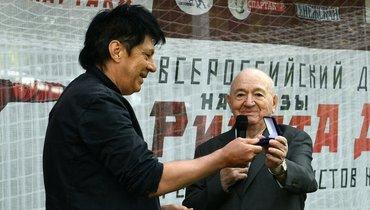 Симонян вручил Дасаеву копию украденной медали Евро-88