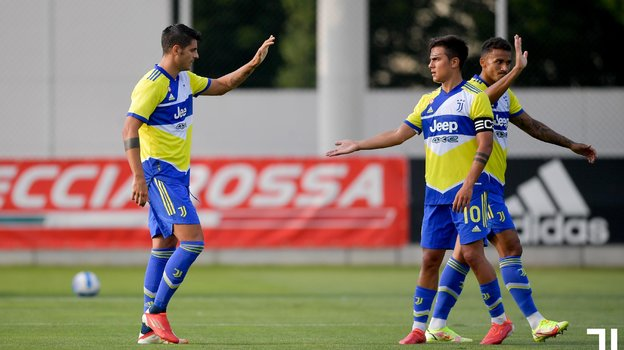 Пауло Дибала (справа) иАльваро Мората. Фото ФК «Ювентус»