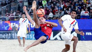 Пляжный футбол может быть очень зрелищным. Фото Александр Федоров, «СЭ» / Canon EOS-1D X Mark II