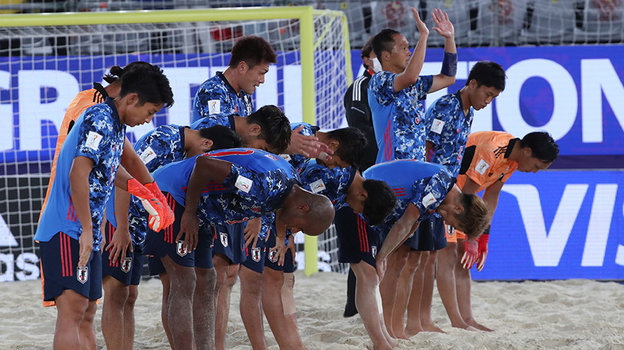 Футболисты пляжной сборной Японии. Фото Александр Федоров, «СЭ» / Canon EOS-1D X Mark II
