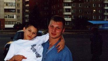 Артём состаршим братом Филиппом. Фото изсемейного архива