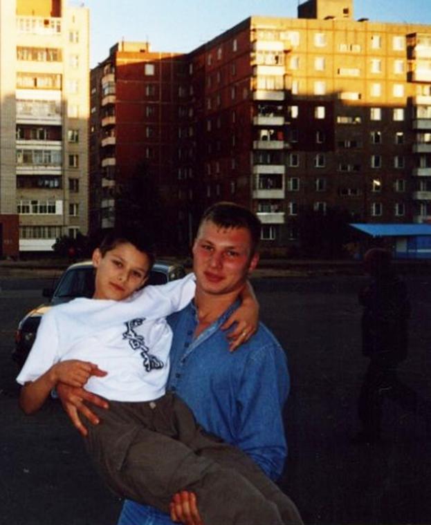 «Сын, яумираю». Тяжелейшая трагедия всемье игрока «Локомотива», где вслед заним погибла мама