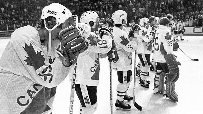 Канадские хоккеисты после финала.