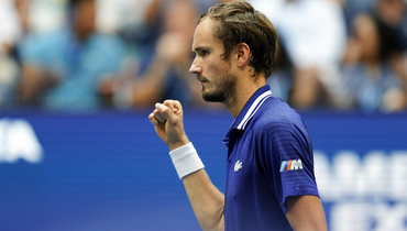 Медведев выиграл первый сет финалаUS Open против Джоковича