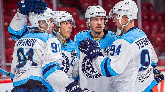 """Хоккеисты """"Сибири"""" один день потренируются под руководством обычного болельщика. Фото ХК """"Сибирь"""""""