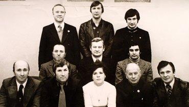 Юрий Севидов (вверхнем ряду вцентре). Фото Изличного архива Юрия Севидова
