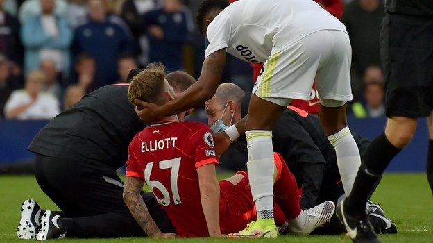 Харви Эллиотт после травмы. Фото Sky Sports.