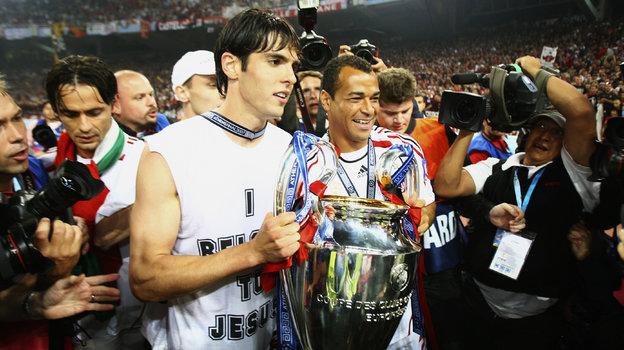 """23 мая 2007 года. Афины. """"Милан"""" - """"Ливерпуль"""" - 2:1. Кака и Кафу с трофеем. Фото Getty Images"""