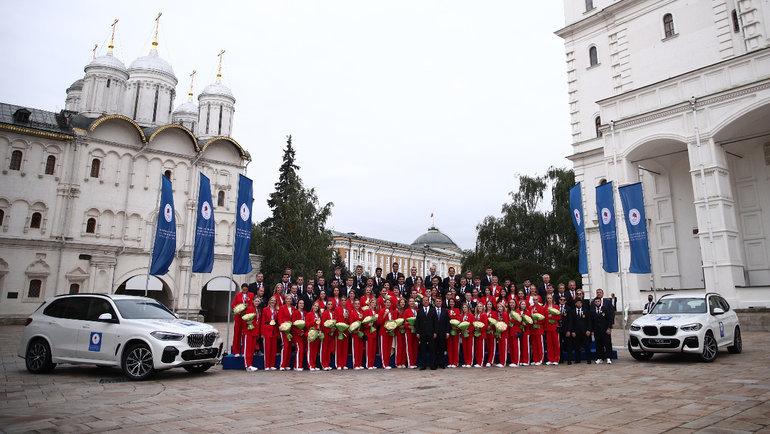 Призеры Олимпиады-2020 получили автомобили. Фото Кристина Кормилицына, Известия.