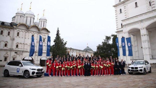 Призеры Олимпиады-2020 получили автомобили. Фото Кристина Кормилицына, Известия