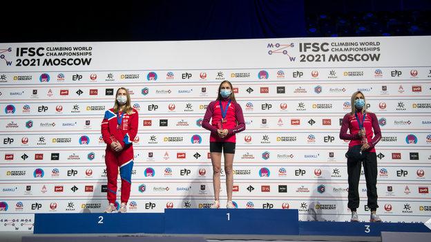 Тройка призеров влазании наскорость. Фото Федерация скалолазания России