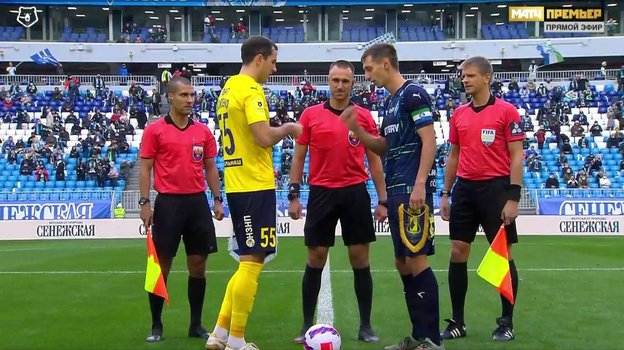 Игорь Панин разрешил футболистам определить того, кто производит начальный удар, спомощью игры «камень, ножницы, бумага».
