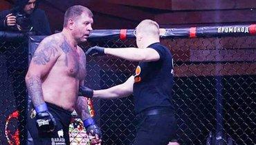 Александр Емельяненко победил Артема Тарасова единогласным решением судей.