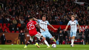 «Манчестер Юнайтед»— «Вест Хэм»— 0:1. Джейдон Санчо (слева) против Андрея Ярмоленко. Фото ФК «Вест Хэм»