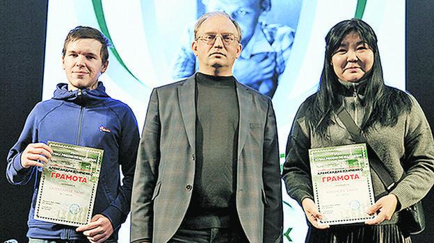 Победители турнира вЧелябинске: Тагир Салемгареев (слева) иБаира Кованова нацеремонии награждения. Фото Наталья Ласточкина