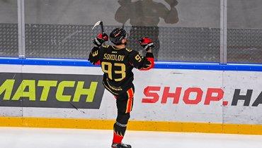Дмитрий Соколов празднует заброшенную шайбу. Фото vk.com/omsk_wings