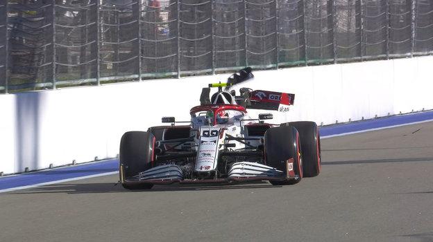 Болид Антонио Джовинацци после аварии. Фото «Формула-1»