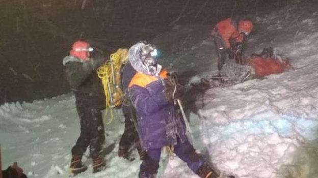 Спасатели закончили работы повызволению альпинистов изснежного плена. Фото МЧС КБР, Instagram