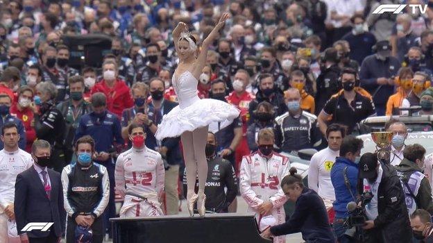 Вместо гимна на «Формуле-1» вСочи прозвучал Чайковский истанцевала балерина. Фото Twitter