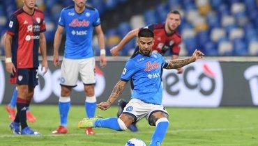 Лоренцо Инсинье исполняет пенальти. Фото ФК «Наполи»