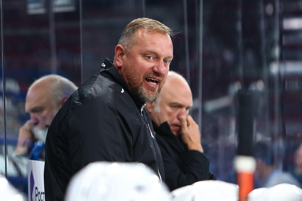 Клуб КХЛ уволил тренера, азатем заставил его ходить вофис. Почему нестоит так делать