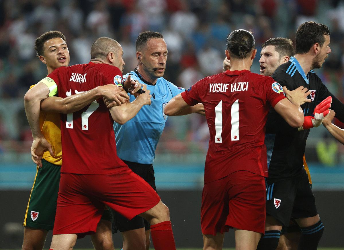 Ему угрожали убийством фанаты «Порту». Кто будет судить матч Словения— Россия?