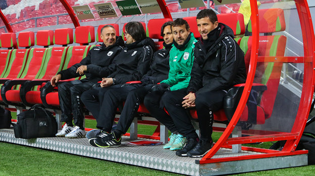 Диету Карпина для футболистов сборной уже использовали в «Рубине». Игроки убегали изстоловой в «Макдоналдс»