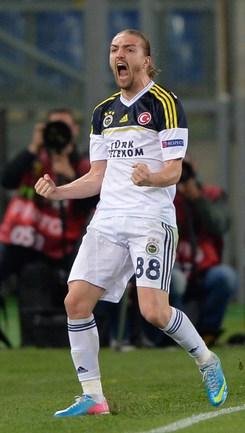 Гол бывшего армейца Джанера ЭРКИНА обеспечил турецкому клубу выход в полуфинал турнира. Фото AFP .