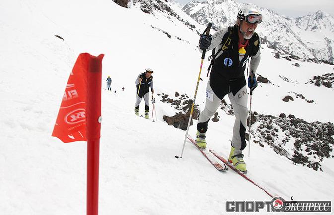 Идет гонка по ски-альпинизму. Фото Наталии Лапиной.