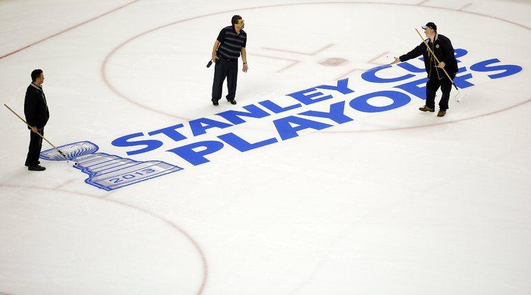 Арену в Бостоне готовят к матчам плей-офф. Фото REUTERS.