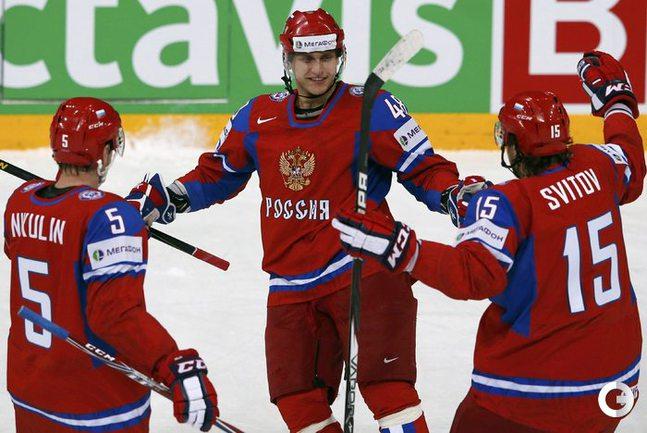 Россия начала защиту титула с уверенной победы