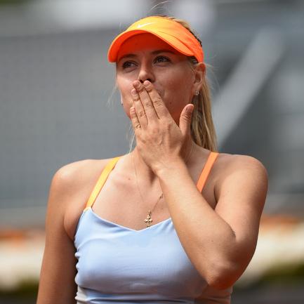 В матче третьего круга турнира в Мадриде россиянка Мария Шарапова победила в двух сетах Сабину Лисицки из Германии.