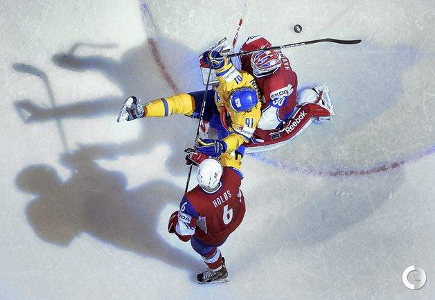 08.05.2013. Швеция - Норвегия. Андреас Ятмин(в центре), Ларс Хауген и Юнас Хулос.