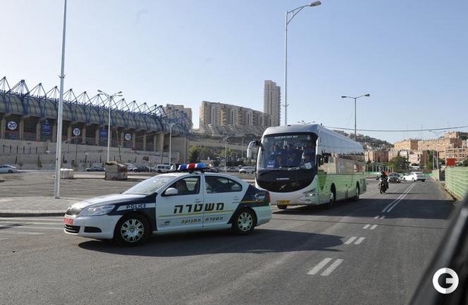 Сборная России приехала на матч в сопровождении полиции.