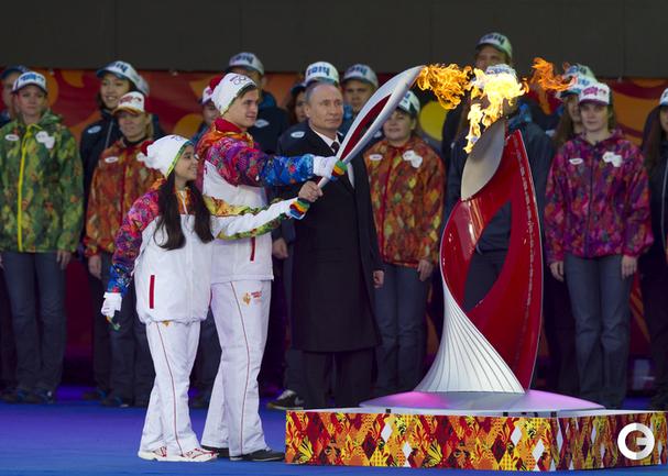 Олимпийский огонь прибыл в Москву